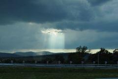 Ein Lichtstrahl am Himmel